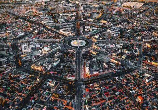 中国唯一没有红绿灯的城市,800年来从不堵车,还美到不行!