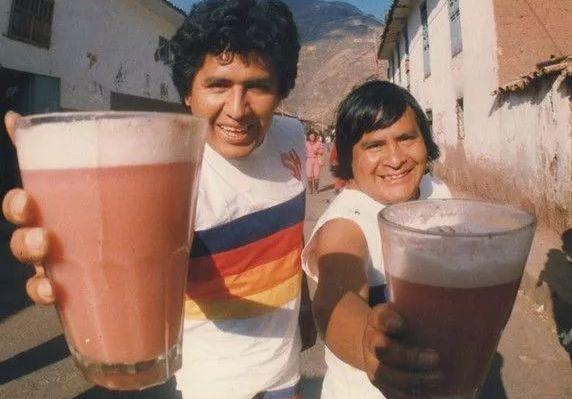秘鲁人非常喜欢的榨青蛙汁,你敢喝吗?