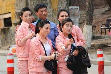 朝鲜女孩来中国旅游,下高铁感慨:中国与想象中的不一样!