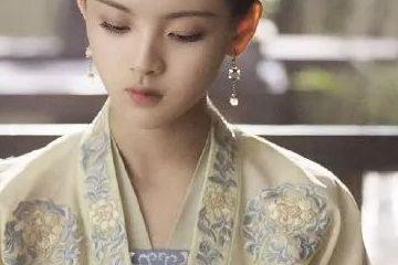 杨超越胖成河豚,颜值跌下神坛,为啥赵丽颖发胖却被夸可爱?