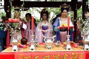 传统花朝节:汉服青少年祭花神祈福