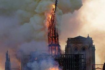 突发!  760年高龄,巴黎圣母院被大火烧成炼狱!