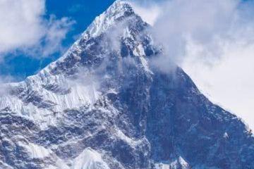 珠穆朗玛峰一半在中国一半在尼泊尔,到底应归谁管?结果让人意外