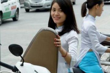 在越南,很多当地女人站在路旁,她们到底是做什么生意的?
