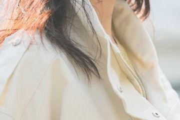27岁陈钰琪火了,米色牛仔外套搭白色阔腿裤清新甜美,英气十足