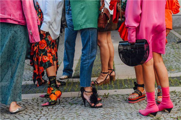 今年夏天,时髦女孩离不开这5双鞋