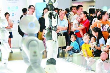 世界机器人大会迎客流高峰