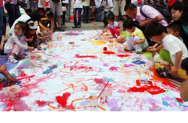 一张白纸卖9000万,加画几个圈卖4亿,网友:我儿子涂鸦能卖多少