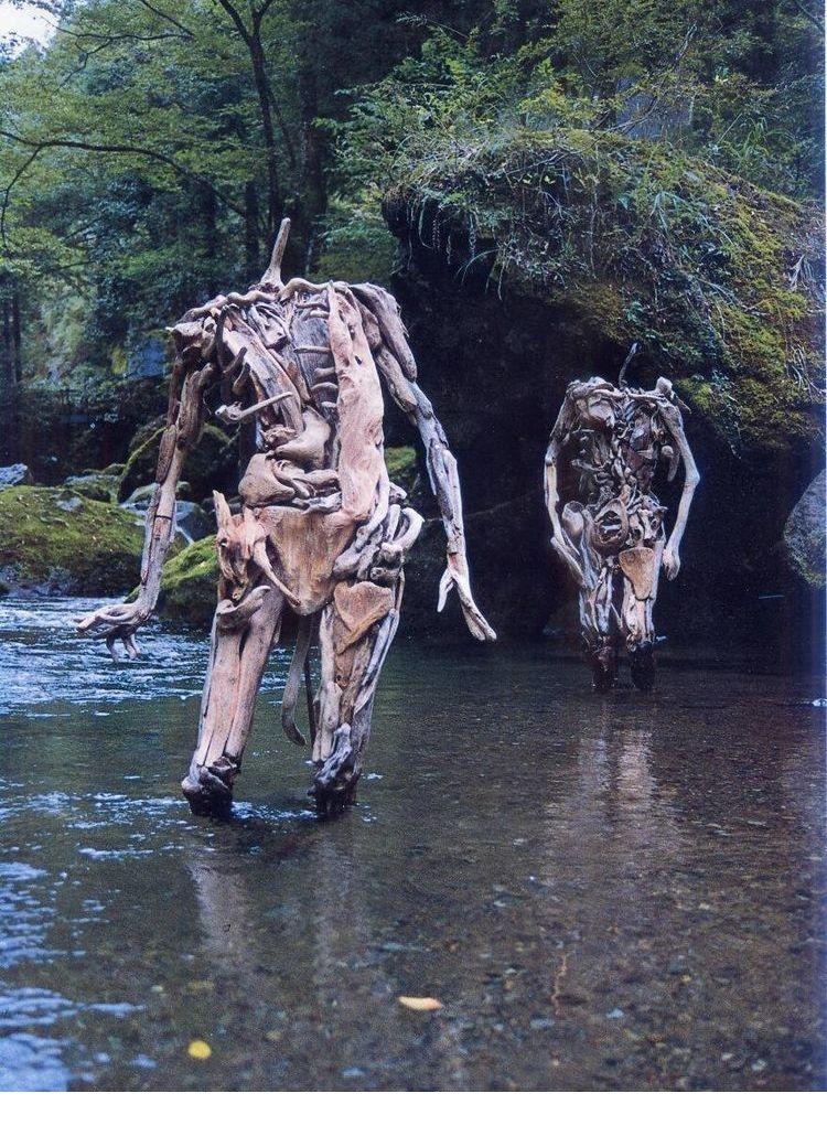 这个森林里有许多木头人,吓坏游客,知道真相后赞不绝口!