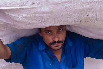 印度穷人是如何在一线城市生存的?