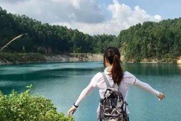 """镜头下的蓝眼泪,被誉为广州""""小九寨""""的六片山天池,可下水游泳"""